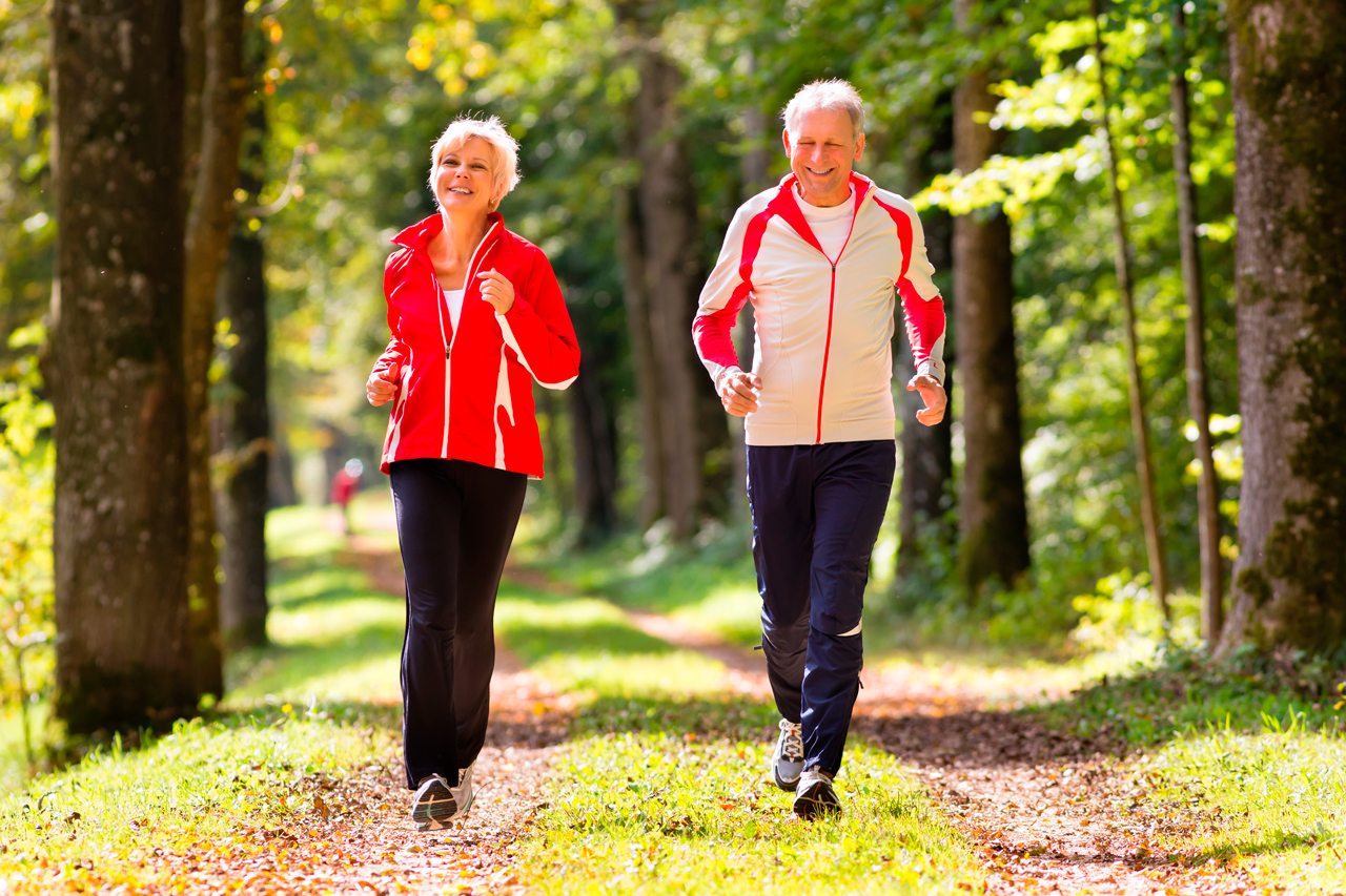 Correr se asocia con una significativa disminución de la mortalidad general, cardiovascular y por cancer, lo que no esta claro es si existe una relación dosis / respuesta...