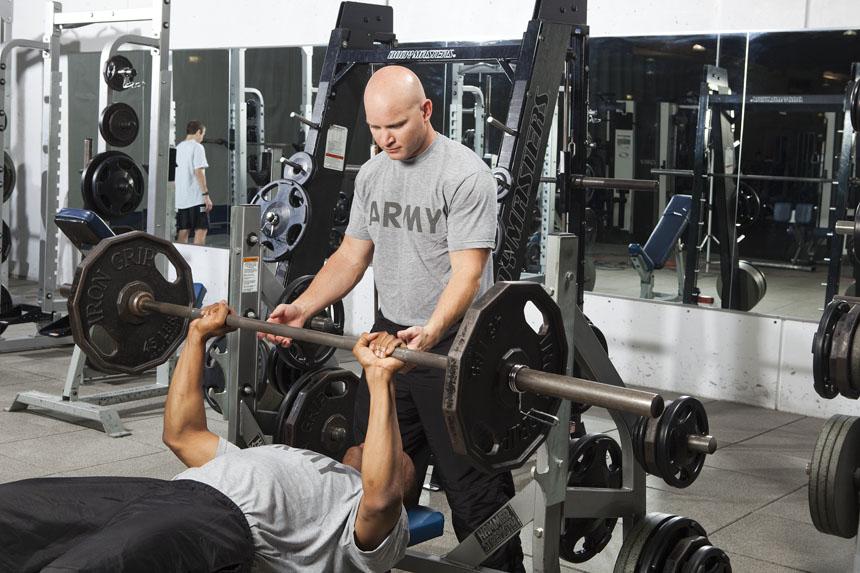 Turnos repetidos de técnicas de entrenamiento de fuerza avanzadas: efectos sobre el volumen de carga, respuestas metabólicas, y activación muscular en individuos entrenados